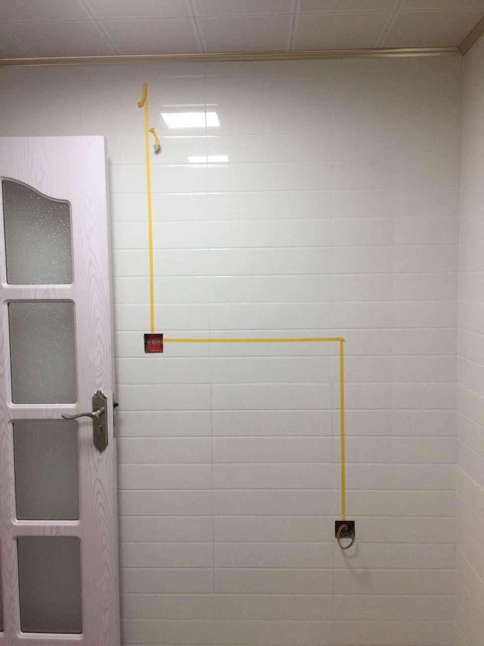 墙面贴明水电线路,避免安装五金挂件敲坏